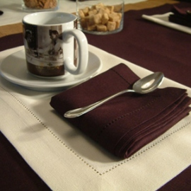 Una Aubergine Napkin and Placemat Off White